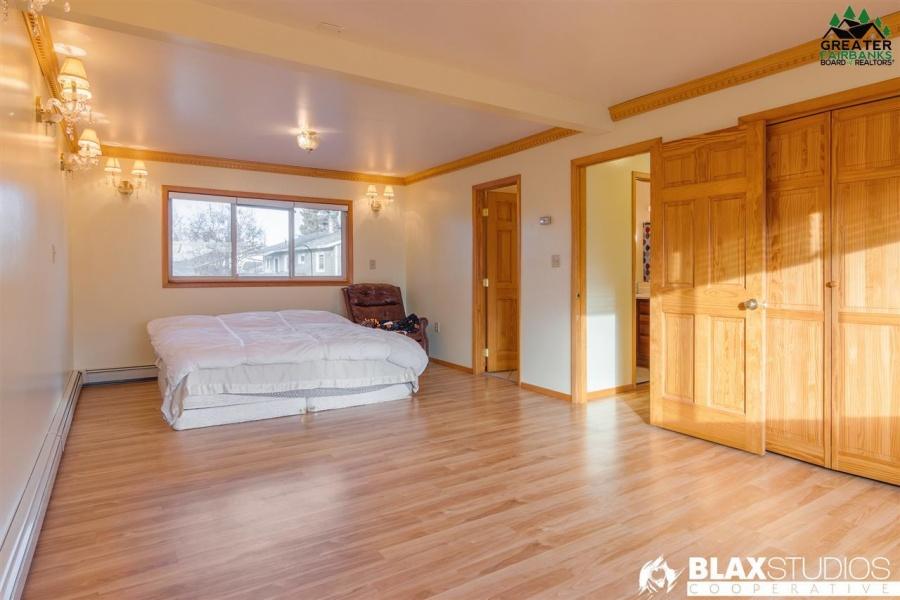 1506 10TH AVENUE, Fairbanks, Alaska 99701, 3 Bedrooms Bedrooms, ,2 BathroomsBathrooms,Residential,For Sale,10TH AVENUE,145428
